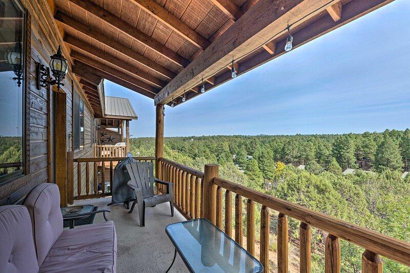 Show Low Retreat w/ Deck, Grill & Mountain Views, vacation rental in White Mountain Lake