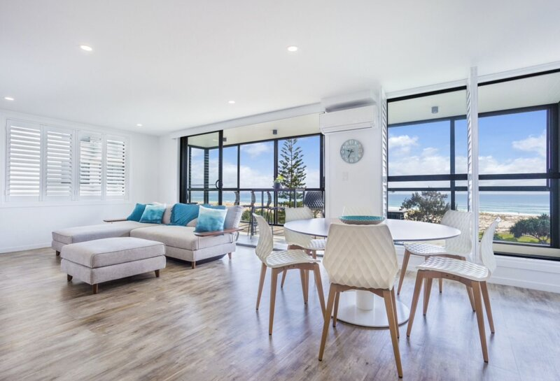 Kirra Waves *Ocean front *Luxury *Wifi included, holiday rental in Coolangatta
