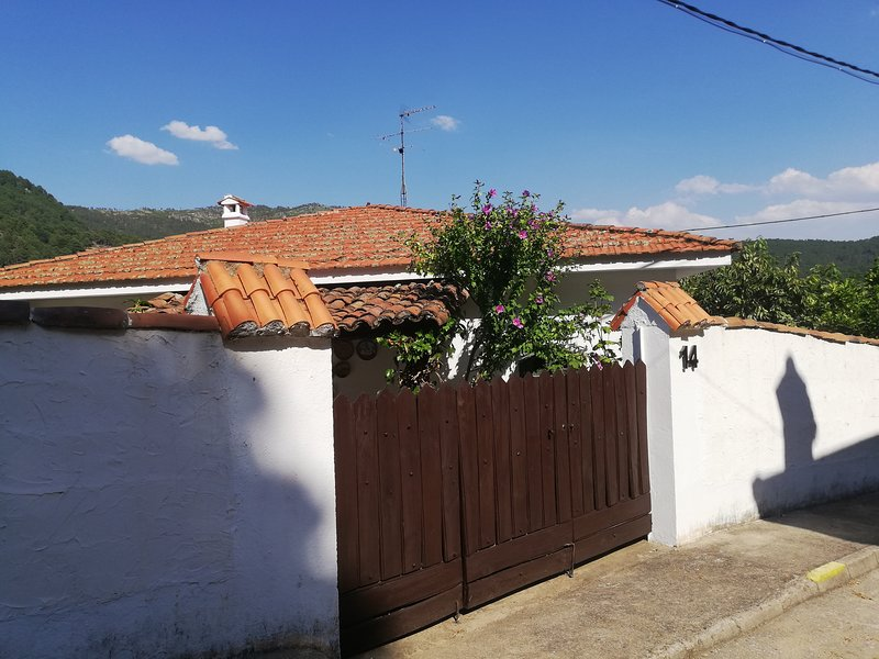 Casa Calambres 7, holiday rental in Navacepeda de Tormes