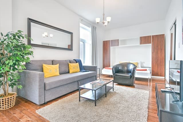 Liv MTL Save 60% MTL 201 Smart Studio Rooftop Family + Pet Friendly*, vacation rental in Montreal