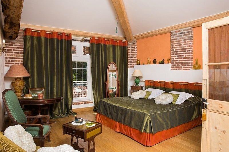 Grande chambre typique au Domaine de La Belliere, location de vacances à Saint-Paul-de-Varax