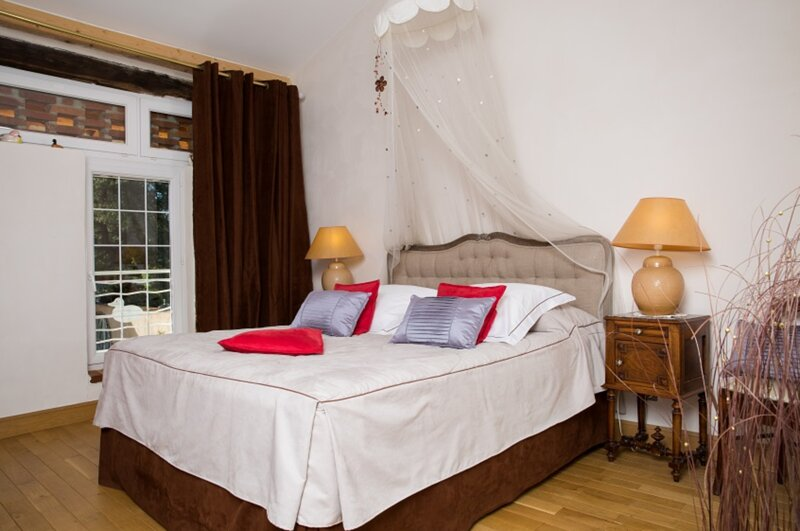 Bed Breakfast avec chambre spacieuse au Domaine de La Belliere, vacation rental in Chatenay