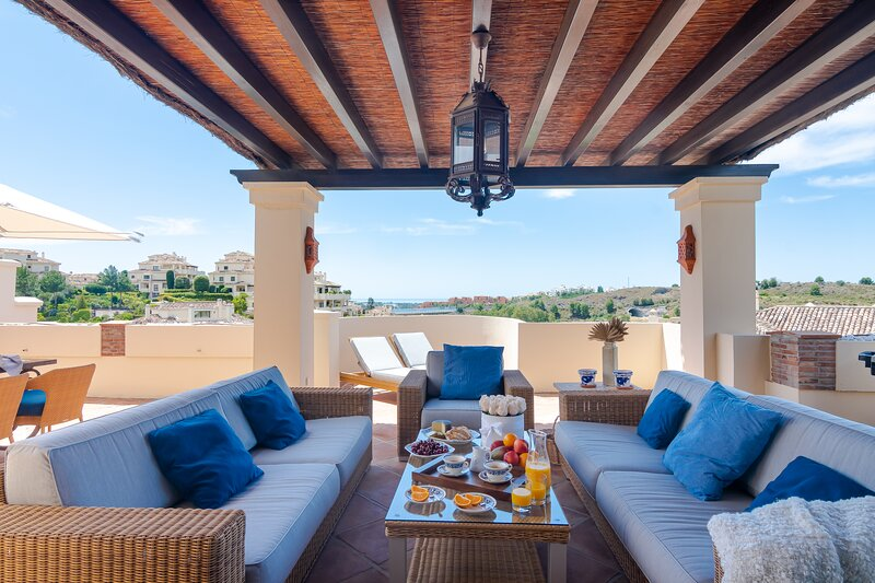 Capanes Luxury Holiday Rental - 3 Bedroom Duplex Penthouse, holiday rental in Benahavis