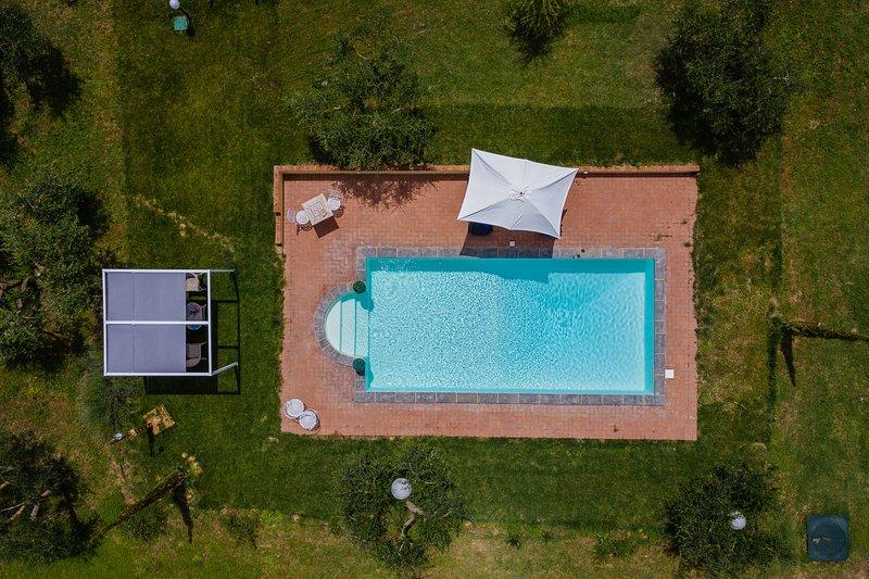 Cosy villa with beautiful swimming pool between Cortona and Montepulciano, location de vacances à Cignano