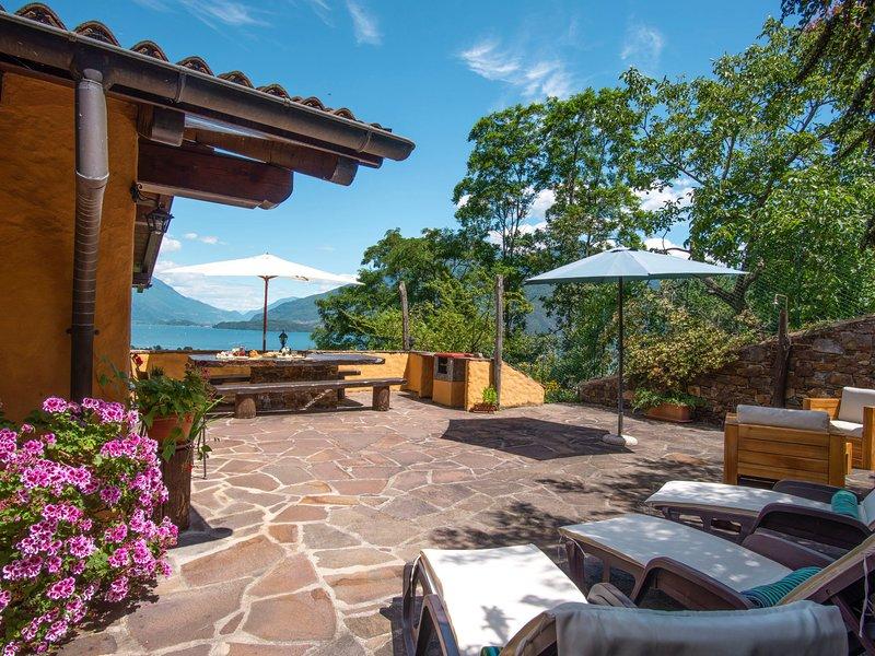 Villa Madda (DGO300), casa vacanza a Dongo