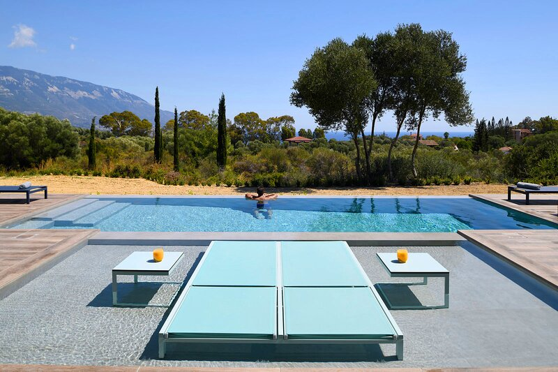 Kefalonia villas with pool: chic 3 bedroom villa with infinity pool and gorgeous view. Spartia