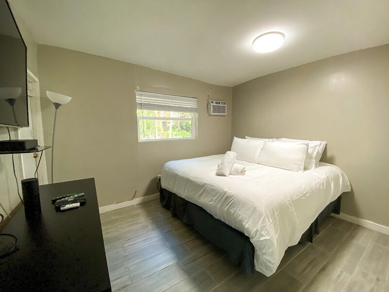 Sanitized loft close to Downtown and Wynwood!, vacation rental in North Miami