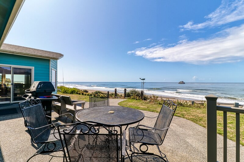 The Beach House  - with a fenced yard, furnished patios & steps from the beach!, holiday rental in Fort Dick