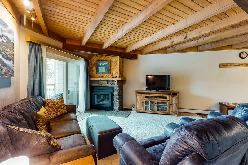 Ground-level condo w/ shared hot tub, pool, & fun-filled game room, location de vacances à Silverthorne