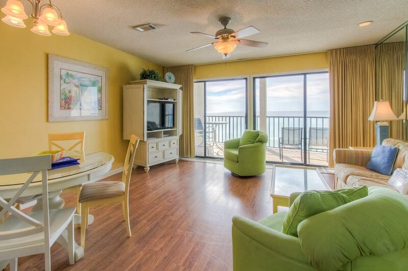 Lovely beachfront condo w/ balcony, beach access, free WiFi - snowbirds welcome!, vacation rental in Blue Mountain Beach