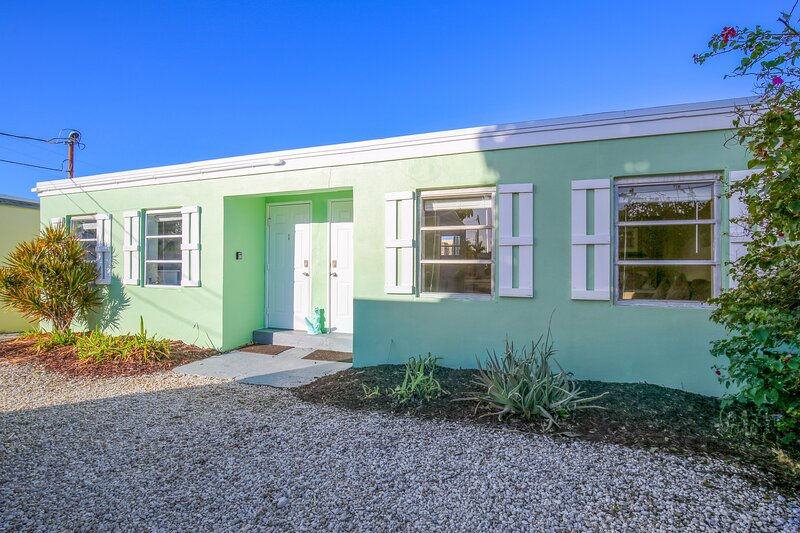 NEW LISTING! Newly-remodeled studio with quick open water access & bay views!, casa vacanza a Conch Key
