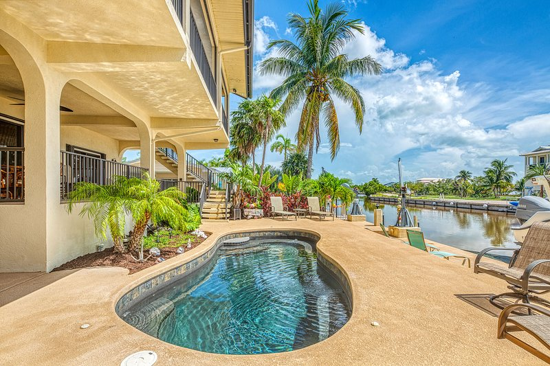 New listing! Waterfront home w/ ocean views, dock, & private outdoor pool, vacation rental in Marathon Shores