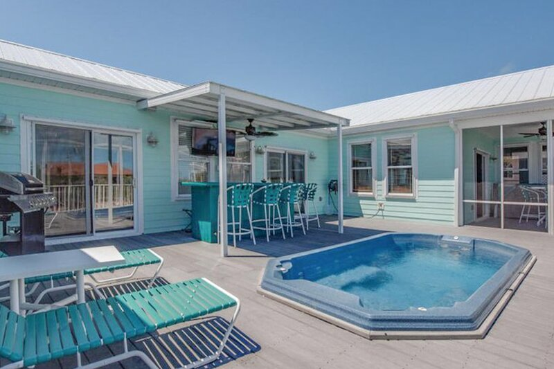 New listing! Canal front home with dock, quick ocean access and a hot tub!, vacation rental in Summerland Key