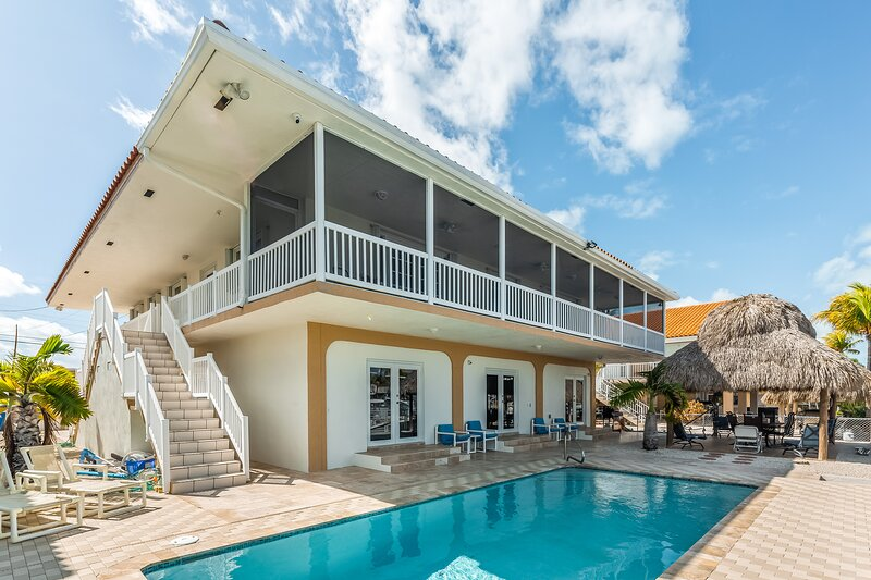 Waterfront home w/ a patio, private pool, cabana, & dock space for two boats, alquiler de vacaciones en Sunset Point