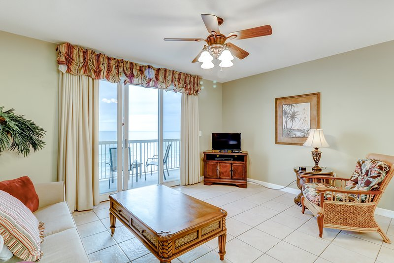 Lovely condo overlooking the Gulf w/ arcade, shared pools, and fitness facility, holiday rental in Sunny Isles Beach