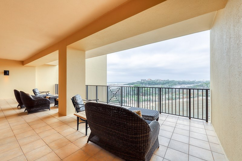 Gulf-front condo w/ balcony, multiple pools, hot tubs, gym & beach access!, vacation rental in Blue Mountain Beach