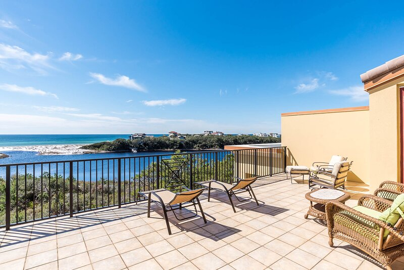 Incredible condo w/ two levels of decks & resort pools, hot tubs, beach access!, vacation rental in Blue Mountain Beach