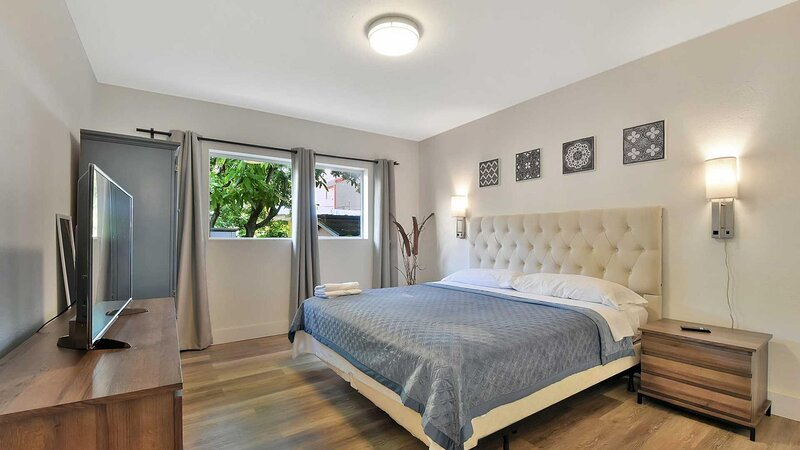 Heart of Coral Gables 5 beds 1 Parking home, aluguéis de temporada em Olympia Heights