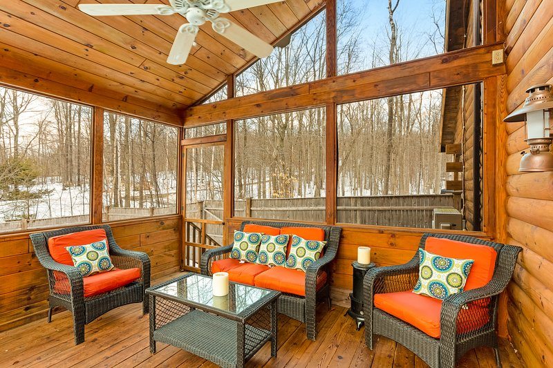 Dog-friendly retreat w/ a private hot tub, firepit, two kayaks, & a canoe!, vacation rental in Rumford