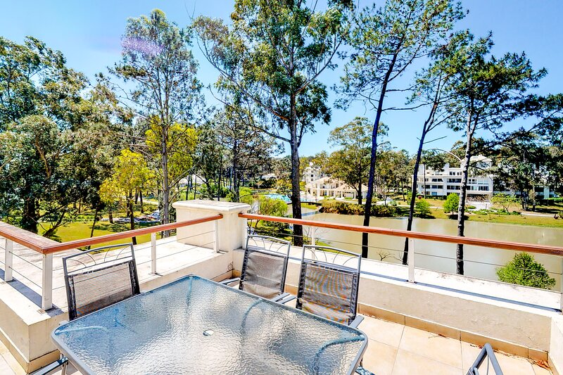 Convenient getaway w/shared pool, tennis & basketball courts & garden views!, location de vacances à Punta Ballena
