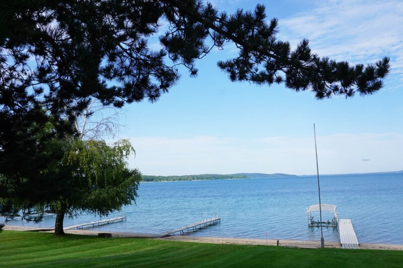 Charming lake house w/ lake views, private dock, firepit, and private grill!, vacation rental in Beulah