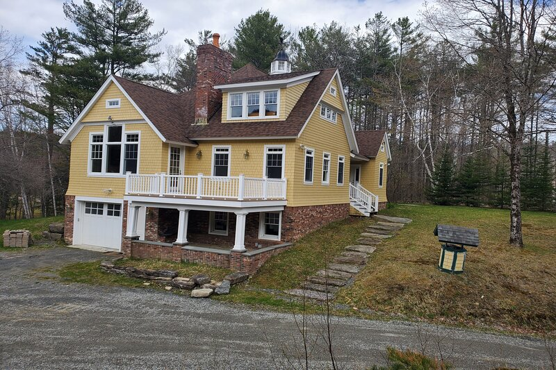 New listing! Very accommodating home on 170+ acres w/ multiple living spaces, location de vacances à Walpole