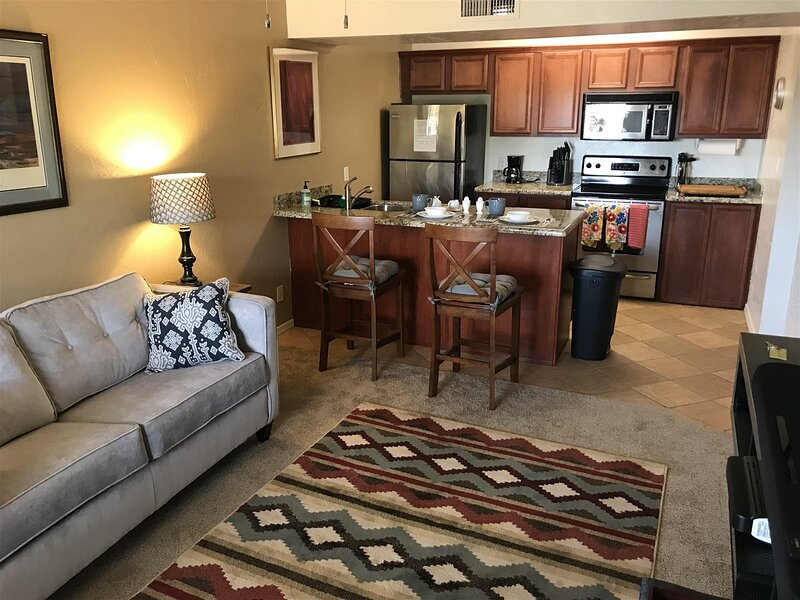 Well Appointed Upgraded Condo with Community Pool! Cortez - S115, vacation rental in Village of Oak Creek