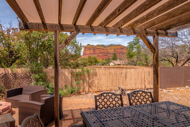 Charming & Cozy 3 Bedroom Home! Canyon Diablo - S108, holiday rental in Village of Oak Creek