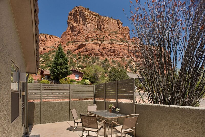 Beautiful Home with Great Views with Private Hot Tub - S049, holiday rental in Village of Oak Creek