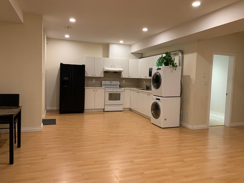 Super Spacious Self-Sufficient Suite in Superb Neighborhood of Fraser Heights, vakantiewoning in Port Coquitlam