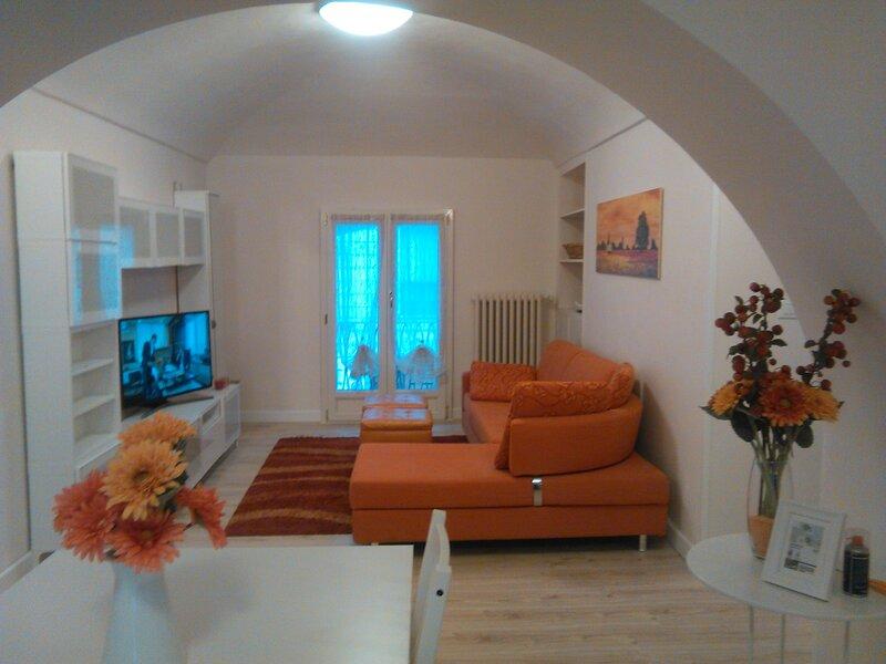 quadrilocale centralissimo zona piazza bodoni, holiday rental in Cavoretto
