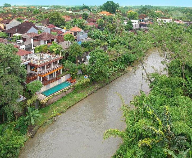 Hidden Seroja Villa - Luxury River view serviced villa, holiday rental in Batubulan