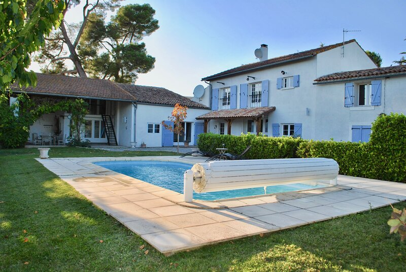 Beautiful and spacious 5 bedroom house (sleeps 14), with pool, set in 12 acres., holiday rental in Villelongue-d'Aude