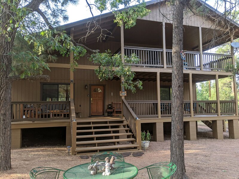 Spacious Cabin on secluded 1 acre fenced lot in Happy Jack/Northern AZ, location de vacances à Mormon Lake