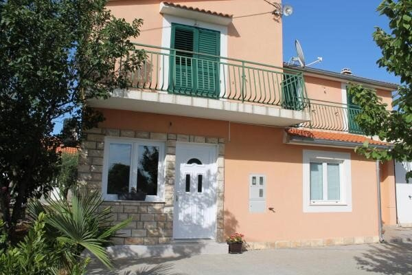 Apartment Ante - One Bedroom Apartment with Garden View, vacation rental in Drinovci