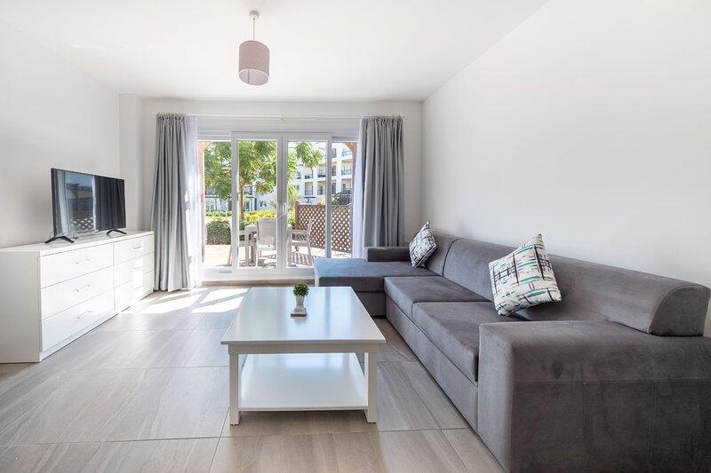 Brilliant One Bedroom with Sea Views, alquiler vacacional en Yeni Erenkoy