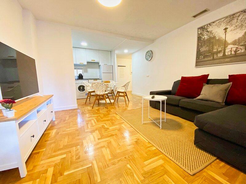 Precioso apartamento en Marqués de Urquijo - Rosales, holiday rental in Pozuelo de Alarcon