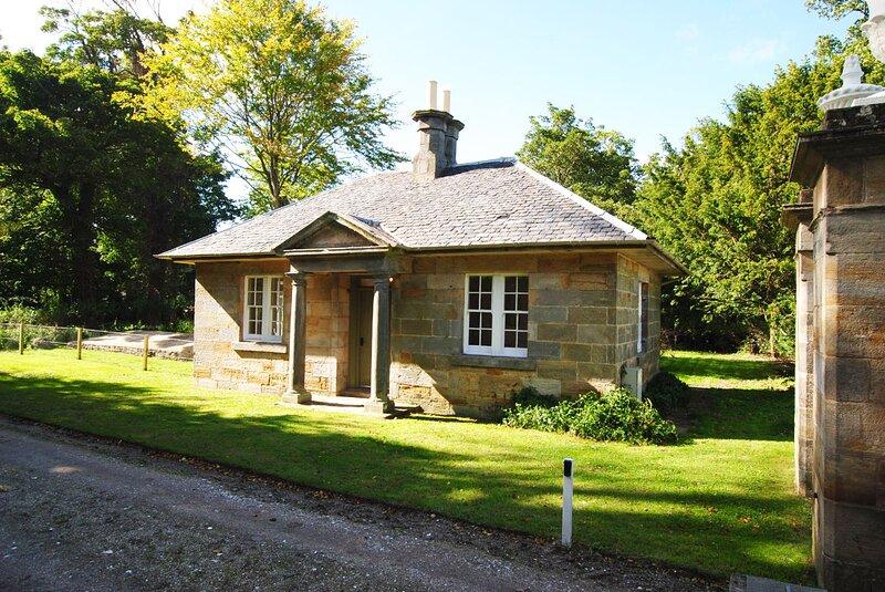 Beautiful Gate Lodge, holiday rental in Strathkinness