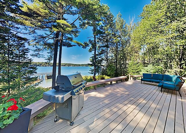 Stunning Waterfront Home on New Meadows River with Private Deepwater Dock, location de vacances à Brunswick
