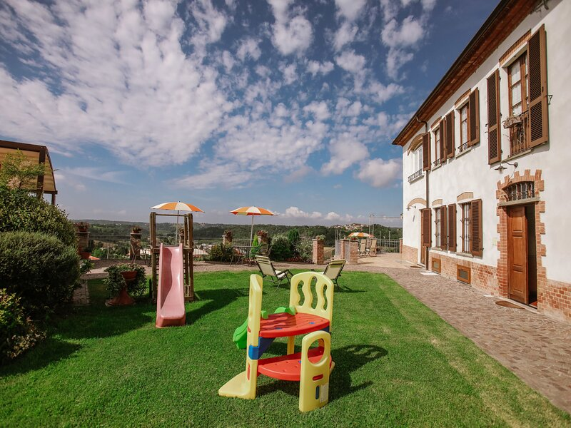 Le Rose d'Antan (CMB105), holiday rental in Castell'Alfero