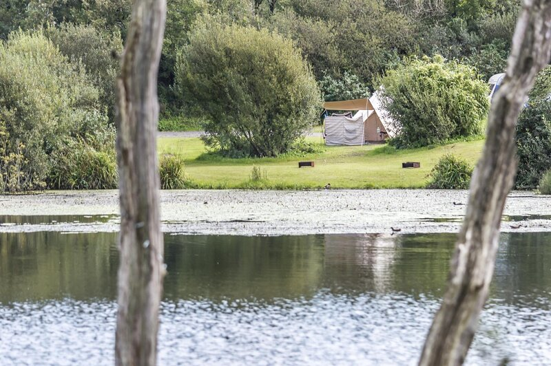Lake Side - Carn Springs - Devonshire Drive - Tenby, holiday rental in Cresselly