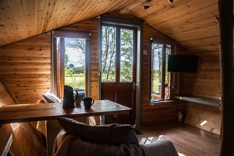 Eastfield Glamping | Beautiful Tiny House with Hot Tub, location de vacances à Caunton