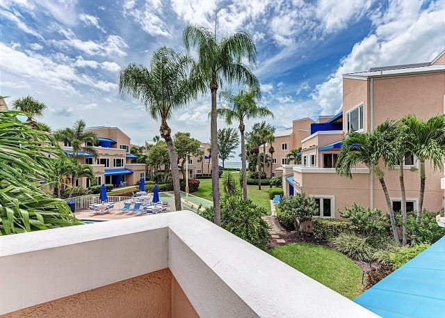 Unit #210 Sand Cay Beach Resort Pool and Garden View, vacation rental in Longboat Key