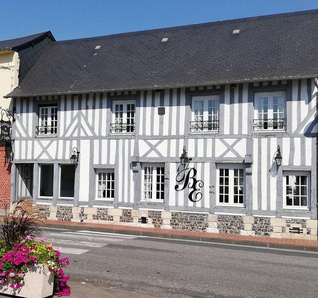 Gîte avec SPA  (11 couchages) - Le vieux logis - HONFLEUR (proximité), vacation rental in Pont-Audemer
