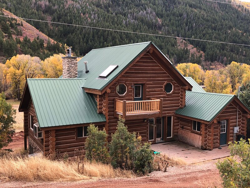 New rental. Spacious Cabin on 17 Acres of private property., casa vacanza a Coalville