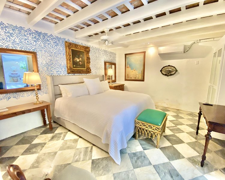 El Palacete Suite 2 for 2 with 1 King Bed and En-suite Bathroom POOL, holiday rental in Toa Baja