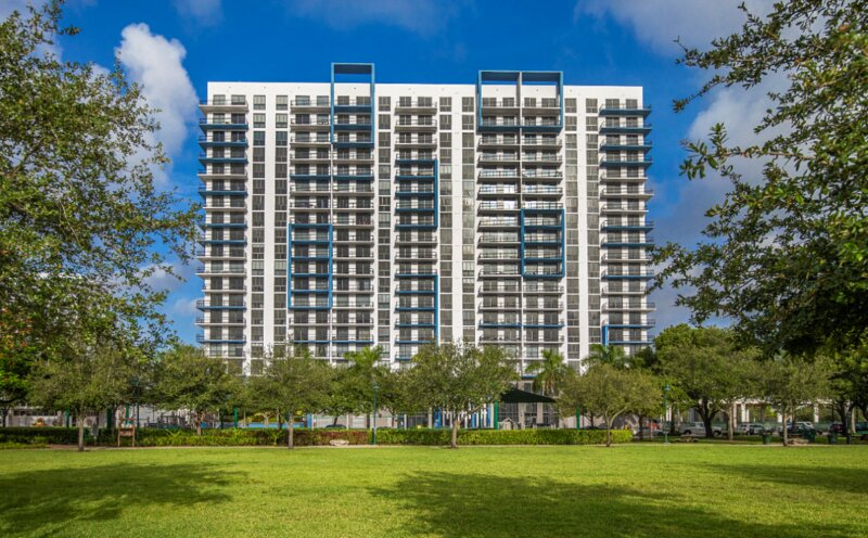 Wonderful Getaway! 1 Cozy and Clean Unit, Pool, Parking, Fitness Center, holiday rental in Miami Lakes