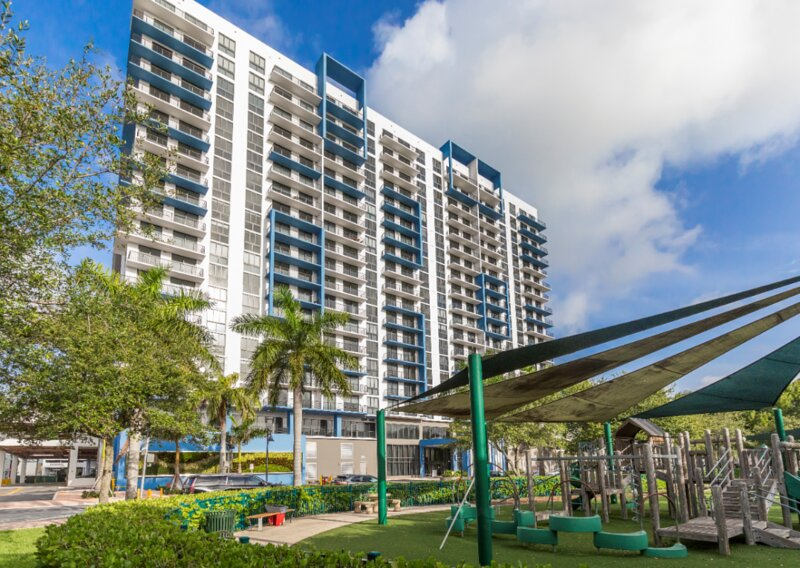 Amazing Getaway! Gorgeous Studio Unit, Pool, Parking, Fitness Center, holiday rental in Miami Lakes