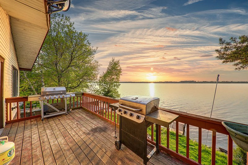 Beautiful Lakefront Cottage , 1 Hr Toronto, location de vacances à Port Perry