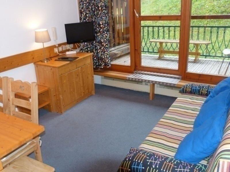 Appartement 2 pièces 6 personnes en duplex, skis aux pieds, dans le village de, holiday rental in Peisey-Vallandry